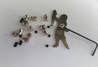 Secondischi di bloccaggio in ottone da 7mm Lunghezza Pin Pin Backs Savers Holder con Allen Wrench per Biker Military Sports Police Biker Scouts Cappello
