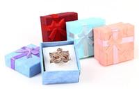 "48 teile / stücke Schmuck Geschenkbox Bow Ring Box für Ringgröße 4 cm (1,6 "") * 4 cm (1,6"") * 3 cm (1,2 "") 4 Farbe rot blau rosa lila Auswahl"