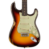 Tienda personalizada 1960 reliquia st chocolate 3 tonos Sunburst Guitarra eléctrica Guitarra Crema Pickups Pirillas, Hardware de cromo envejecido, V Grabado de cuello de placa