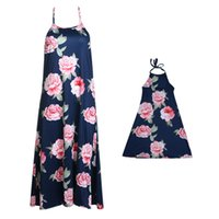 Moda de verano Trajes a juego para la familia Madre Hija Sin mangas Floral Impreso Slip Vestidos Padre Niño trajes