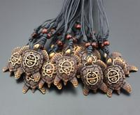 Venta al por mayor de joyería caliente 12 unids / lote estilo tribal imitación Yak hueso tallado cara de mar tortugas colgante collar para hombres mujeres regalo MN331