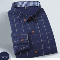 Men' s long- sleeved shirt with a cotton slim plaid shirt
