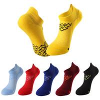 2018 8 colores Calcetines de Baloncesto de la Venta Caliente Hombres Mujeres Transpirable Ciclismo Corriendo Calcetines de Compresión de Algodón Adultos Acampar Elastics Calcetín
