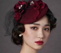 Vintage New Style Borgogna Cappelli da sposa Cappelli da sposa Fascinatori Vendita calda Chiesa Capatello Accessori per capelli 2019 con fiori fatti a mano e perle9