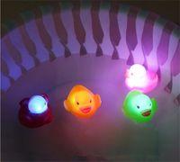 Pato De Borracha Banho Piscando Luz Brinquedo Auto Mudança de Cor Do Bebê Brinquedos Do Banheiro Multi Color LED Lâmpada de Banho Brinquedos Para As Crianças