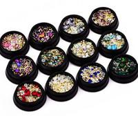Nail Design coloré micro perles et cercle de pierres précieuses