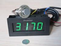 Freeshipping الدوران rpm سرعة 5-9999 دورة في الدقيقة الرقمية led tacho مقياس متر 12 فولت سيارة + قاعة القرب التبديل الاستشعار + المغناطيس الأخضر