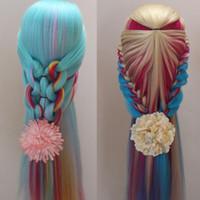 28 `` Cabeza de entrenamiento de maniquí de cabello colorido Muñeca de práctica de peluquería con cabeza de pinza Modelo de cabeza de maquillaje