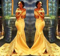 Impresionantes diseños de sirena Vestidos de noche 2019 Fuera del hombro Cuello Trompeta Corte Romántico Encaje amarillo y satinado con cuentas Vestidos formales
