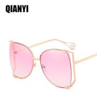 Las mujeres de lujo gafas de sol de diseño perla decoración piernas moda Square marca gafas de sol de las señoras gradiente Clear Shades UV400 6 color