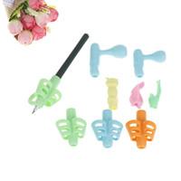 10 قطع بيرلس نمط البلاستيك القلم حامل الأطفال الطلاب القلم أدوات الكتابة المعونة قبضة الموقف تصحيح الموقف