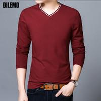 2018 Neue Mode Marke T-shirt Mens V-ausschnitt Baumwolle Tops Street Style Trends V-ausschnitt Einfarbig Langarm T-Shirt Männer Kleidung