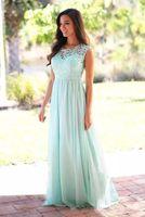 Elegante Coral Mint Vestidos de dama de encaje Apliques Vestido de invitados de boda Sheer Back Cremallera Barrido Chiffon Barato Vestido formal 2019
