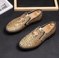 2021 New Style italienische Männer Müßiggänger Hausschuhe Rauchen Slip-on Schuhe Luxus Party Hochzeit Schwarz Kleid Schuhe Herrenwohnungen 921