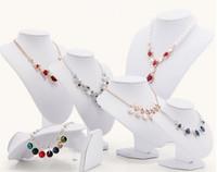Jewelry Display collana mensola di esposizione del supporto dei monili della cremagliera basamento di sicurezza per la collana di gioielli / pendente stand in pelle bianca