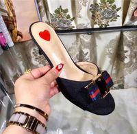Nova Europa Estados Unidos mulheres verão fivela de metal bowtie couro fora baixo salto legal sandálias femininas chinelos