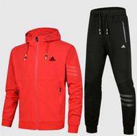 Diseñador de los hombres Chándales Conjuntos de ropa deportiva Trajes de  jogging Sudaderas con capucha Hombre d6b33af94cae6