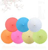 20pcs / lot Enfants Taille Petit Art Chinois Artisanat Parapluie Papier Blanc À Long Manche De Mariage Parasol 23.6 pouce 60 cm SN1045