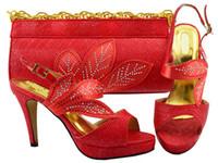 Maravillosa hojas de diseño zapatos rojos de vemón con bombas africanas de diamantes de imitación, juego de bolsos para el vestido MM1068, talón 10.5 cm
