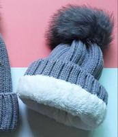 Nuovi Berretti di lusso del marchio Elegante ispessimento Cappelli a maglia Cap Cap Cap Cap Cap Cap Donne Pom-Pom Cranio Caps Regalo di Natale