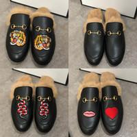 Homens Chinelos Princetown Fur Chinelos Fur mulas planas Cadeia Ladies Casual Shoes Mulheres Homens Loafers Muller chinelo Sapatos Furry Slides Sandália