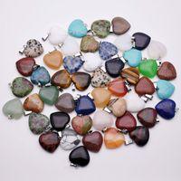 المعلقات قلادة القلب الحجر الطبيعي للمجوهرات بالجملة 20mm صنع سحر مختلط متنوعة ذات نوعية جيدة 50pcs / Lot هدية عيد الميلاد