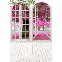 Indoor Zimmer Weiß gewölbte Türen Fotografie Kulissen Rosa Blumen Baum Blütenblätter außerhalb Frühling Landschaft Kinder Hochzeit Foto Hintergrund Holzboden