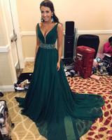 Hunter Green Пром Платья 2020 Вечернее Вечернее Вечернее Платье Бисер Sash Глубокий V Шеи Африканский Дубай Arbic Спинки Дешевые