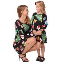 Мода Рождественская елка семья соответствующие наряды подарки мультфильм родитель и ребенок платье 2018 печати с длинным рукавом семейные комплекты Детская одежда