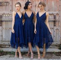 2019 Ucuz Yeni Stil Kraliyet Mavi Dantel Nedime Elbisesi V Yaka Backless Çay Boyu Hizmetçi Onur Artı Boyutu Uzun Bridemaids Düğün Konuk Önlükleri