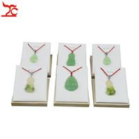 Fabrik-Verkaufs-12Pcs / Lot Fashion Jewelry Display Rack Weiß PU-Ohrringe Organisator Anhänger Lagerung Anzeigen-Halter-Messestand 7 * 8 * 5 cm
