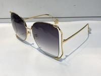 0252 Солнцезащитные очки Женщины Горячие Продажи Популярные Мода Большая Полая рамка Летний Стиль Высочайшее Качество УФ Защита Окружающая среда Поставляется с Case 0252S