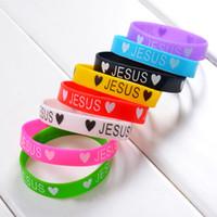 يسوع يحب الألوان أنت الرياضة سيليكون سوار ميكس للأطفال رجال سيدات جيلي الوهج أساور 100PCS رخيصة الخصم