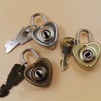 Portachiavi a forma di cuore romantico d'epoca con mini archaize lucchetto a forma di cuore d'epoca