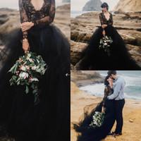 2018 فساتين زفاف سوداء طويلة الأكمام مثير الخامس الرقبة تول ألف خط بثوب الزفاف البوهيمي شاطئ أثواب الزفاف