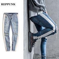 REPPUNK 2018 neue Knieloch-seitlicher Reißverschluss Slim Distressed Jeans Männer zerrissene Persönlichkeit Streetwear Hiphop männliche Streifen Jeanshosen