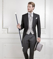 Cool Black Groom Tuxedos hombres boda traje de novia traje de novio mejor traje de hombres travesti de cola de golondrina (chaqueta + pantalones + chaleco)