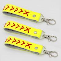 hotsale usa softball sunny Ricamato giallo in vera pelle griglie regali con portachiavi gioielli sport in pelle nera da baseball
