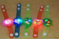 LED 시계 장난감 소년 소녀 플래시 손목 밴드 광선 축축한 팔찌 만화 밤 빛 크리스마스 파티 장식