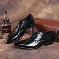 새로운 블랙 / 블루 클래식 사문석 지적 발가락 사업 신발 망 드레스 신발 특허 가죽 웨딩 신발 남성 댄스 신발