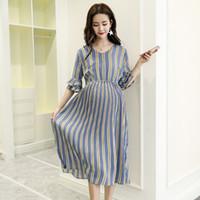 Robes longues de maternité à rayures verticales col en V taille mince vêtements de charme pour les femmes enceintes grossesse élégante
