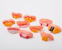 500 teile / los Gelegentlich Misch Roman Lustige Gefälschte Vampire Prothesenzähne Halloween Dekoration Requisiten Trick Spielzeug