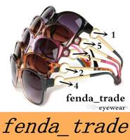 العلامة التجارية النظارات الشمسية الساخن بيع أزياء العلامة التجارية مصمم نظارات النساء نظارات الشمس النظارات الكلاسيكية إطار كبير oculos
