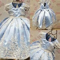 Niedliche eisblaue spitze blume mädchen kleider juwel neck kappe hülsen bogen knoten satin mädchen pageant kleider kinder prom party kleid hochzeitsfeier
