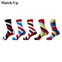Calcetines de estrellas a rayas con calcetines de calidad para hombre de Match-Up Calcetines de calle con mallas de algodón con calcetines de mareas de algodón recién calzados (5 pares / lote)