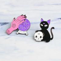 마녀 핀 크리스탈 볼 마녀 손 검은 고양이 두개골 머리 핀 2 개 스타일 하드 에나멜 핀 할로윈 보석