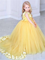 Giallo Princess Girls Pageant Dress Petals V Neck Ball Gown Flower Girl Dress Bambini compleanno abiti da festa di Natale