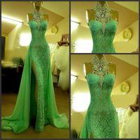 Sıcak Satış Zümrüt Yeşil Abiye Yüksek Yaka ile Rhinestone Kolsuz Abiye giyim Uzun Dantel Yan Bölünmüş Dubai Balo Elbise