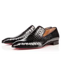 Beyefendi Karahindiba Kırmızı Alt Loafer'lar Lüks Parti Düğün Ayakkabı Tasarımcısı SIYAH PATENT DERI Süet Elbise Ayakkabı Için Dairelerde Kayma Mens