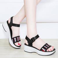 a4d0493cd 2018 nova versão coreana de plataforma de sola grossa mulheres sapatos  cunhas sandália sandália de moda sandália gladiador